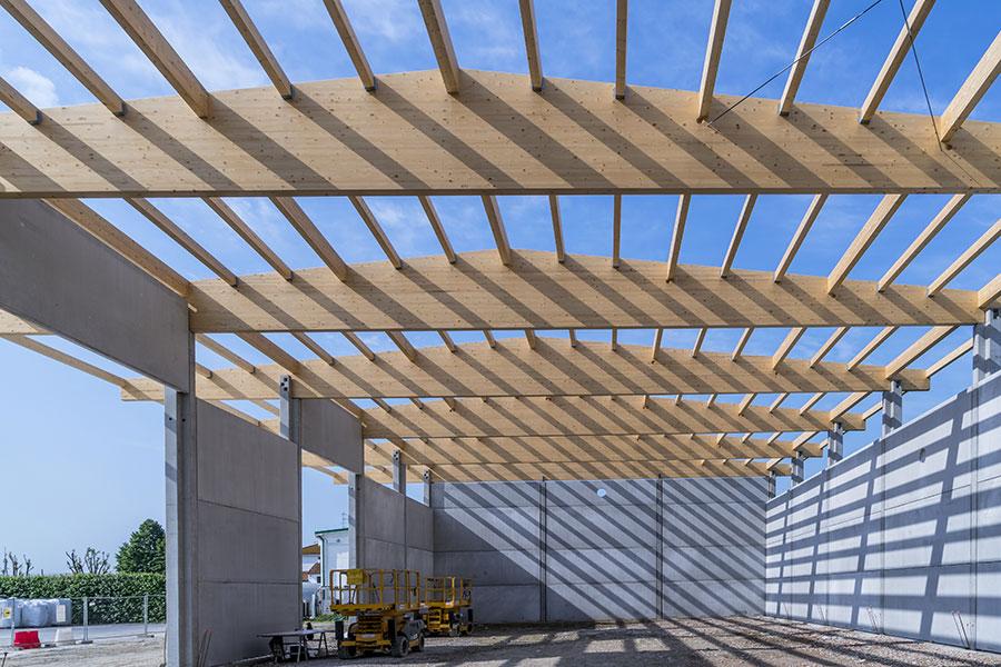Funghi Valentina, 2017, Bologna, tetto in legno con travi a soppia pendenza da 25 m.| BI Engineering