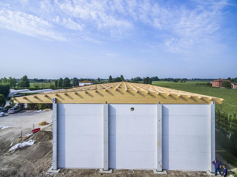 Funghi Valentina, 2017, Bologna, L'intervento ha previsto l'esecuzione delle strutture prefabbricate e della copertura in legno e pannelli sandwich | BI Engineering