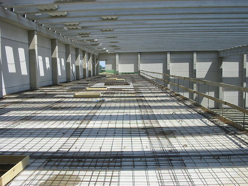 Strutture prefabbricata con soluzione con tegoli TT con solaio ad elevate prestazioni di carico | BI engineering